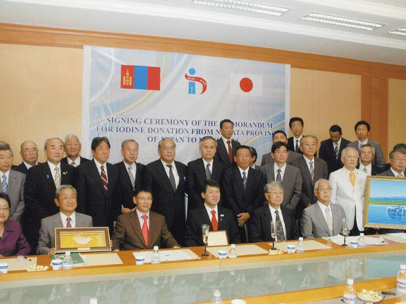 新潟県ミッションで東邦アーステックより、ヨウ素の贈呈