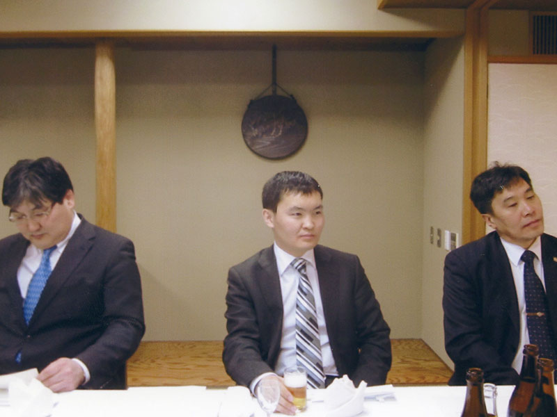北東アジア経済発展国際会議に来訪した国家戦略局幹部とバッチジャルガル公使