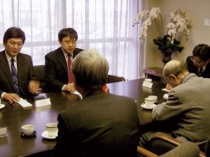 ジクジット特命全権大使が名誉領事館を訪問した(2009.2)