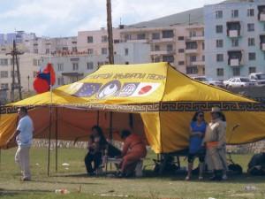 モンゴルでは日本は別格の扱い、囲いテントでEUと(2011.7)