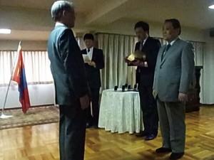 フレルバータル特命全権大使による大統領勲章伝達(2012.7)