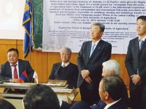 モンゴルの農業大学でのトラクターの贈呈式(2012.5)