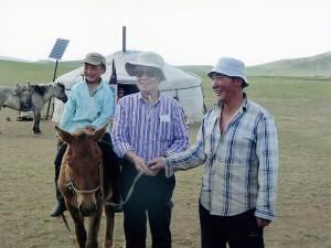 初めて訪れた地方のナーダムで2歳馬を頂戴する。来年が楽しみである。(2012.5)
